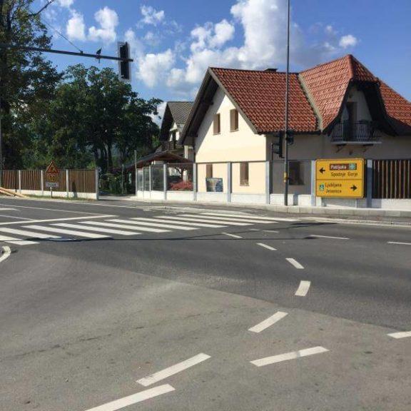 Drveni i transparentni paneli za zaštitu od buke Bled